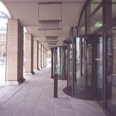 revolving doors by Open Entrances & Oversized Glass Bomb Proof Revolving Doors Case Study: Revolving ...